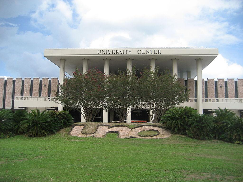 1024px UNO University Center Front.
